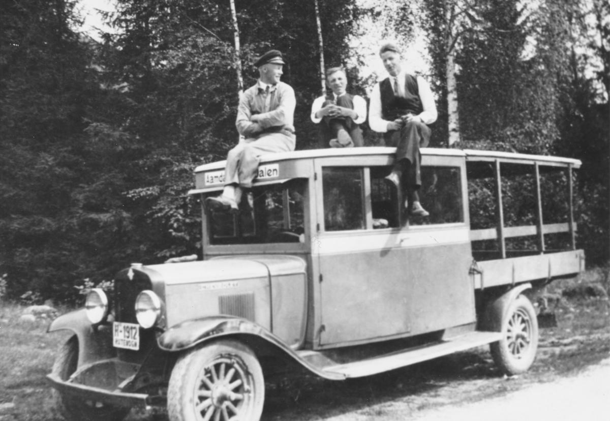 Buss som gjekk mellom Åmdals Verk og Dalen, ca 1924