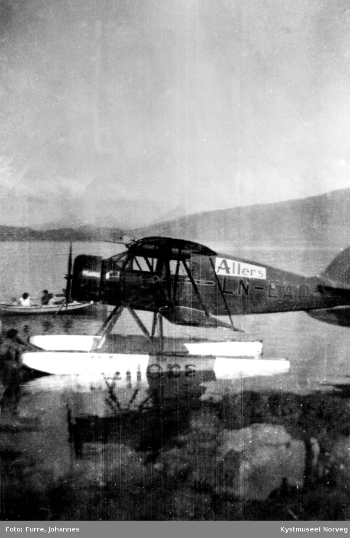 """Sight-seeing med """"Allers-flyet"""" ved havnen på Skei"""