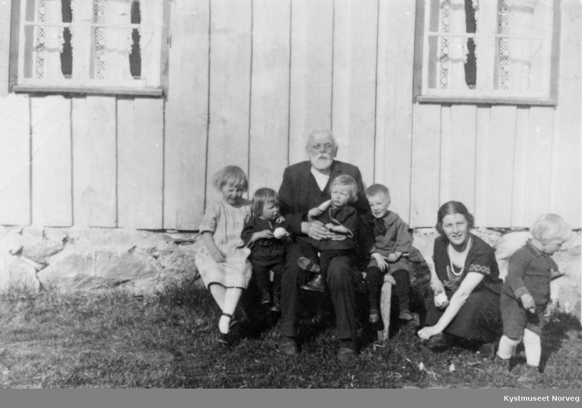"""Bestefars 80-årsdag"" på Skei, Leka kommune"