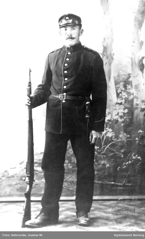 Adolf Olsen i uniform
