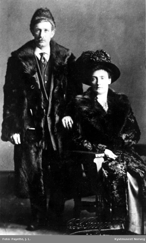 Ukjent par i pels muligens Petra Eliassen og Herman Strand?