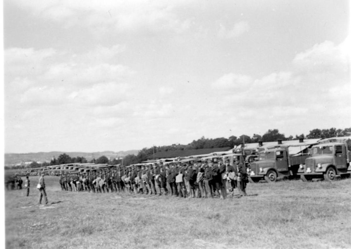 Studentbatteriet sommaren 1934. Fordonsuppställning.