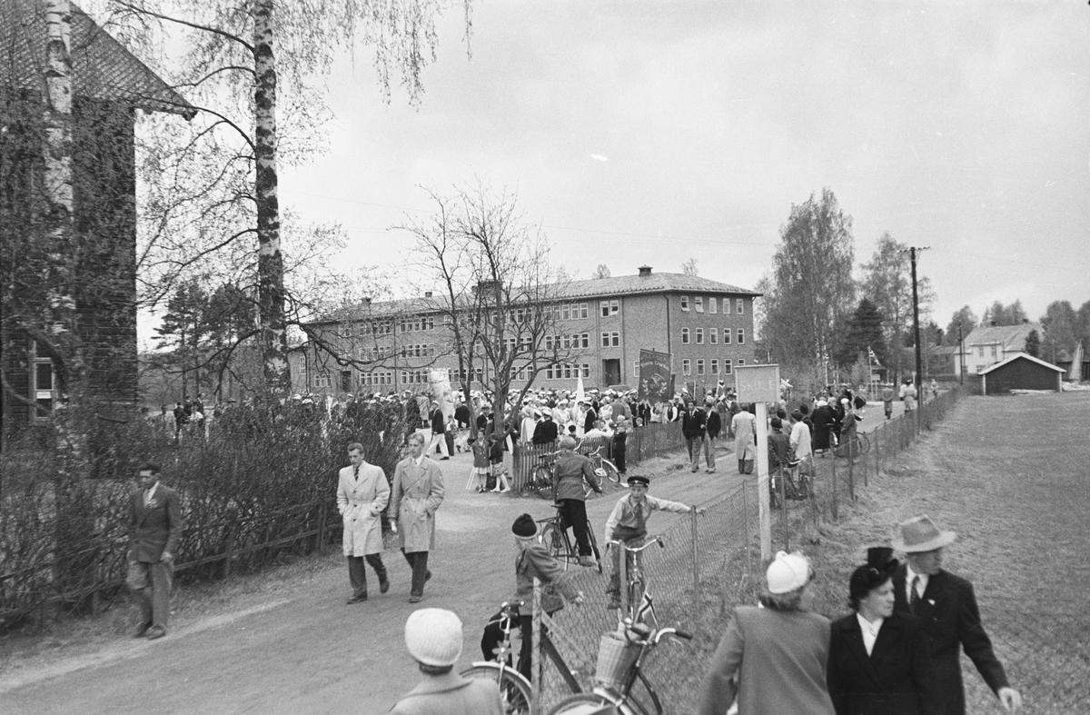 17. mai. Elverum.  1950-tallet. Folkemengde ved Folkvang.