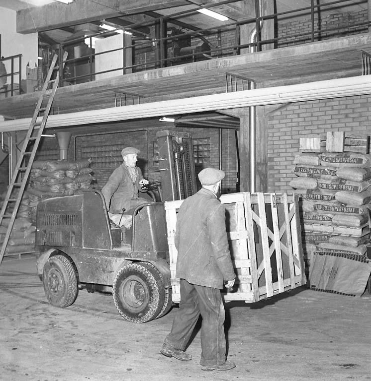 """Enligt notering: """"Centralföreningen på Badö i Uddevalla 1/2 1961""""."""