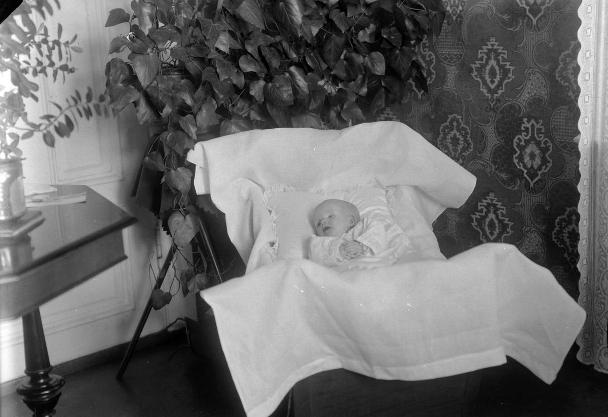 Post mortem-bilde av et spedbarn.