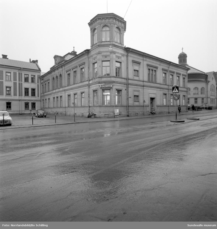 Exteriörbild av Sundsvalls stadsbibliotek på Köpmangatan 15.