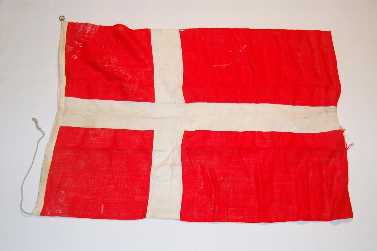 Dansk nasjonalflagg. Kvitt kors på rød bunn.