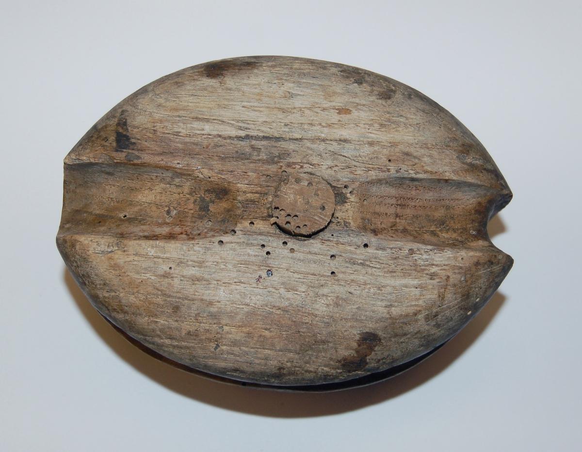 Oval formet 2-Skivers blokk for taustropp laget av tre og med tretrinser.