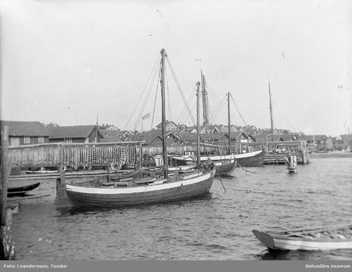 """Text som medföljde fotot: """"Vy från Mollösund, Hamnmotiv 12/7 1923""""."""