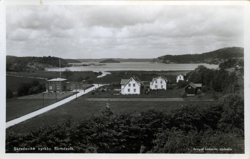 """Text på kortet: """"Skredsviks kyrkby, Skredsvik""""."""