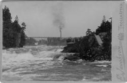 Fallområdet med Kung Oscars bro, Trollhättan. Industrier på