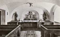 """Tryckt text på bilden: """"Gyllene Uttern. Vigselkapellet"""". ::"""