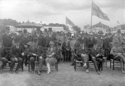 Uddevalla stads ledande män tillsammans med landshövding Osk