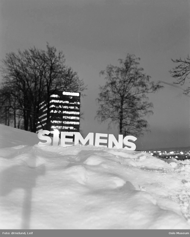 Siemens Norge a.s., kontorbygning, skilt, snø