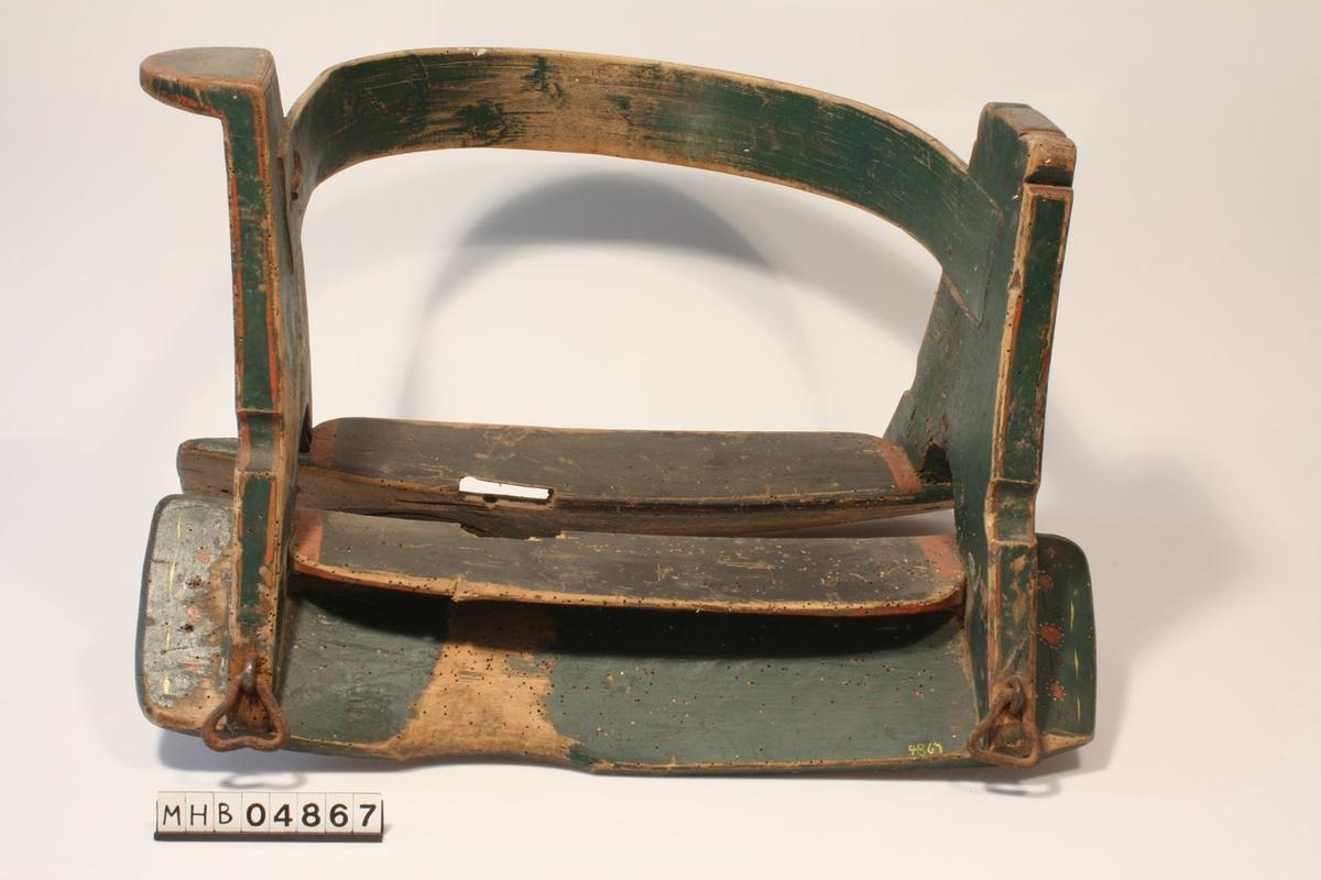 Vanleg type m trikanta jarnringar til stigbøyle ogrompereim (DIAL: halasta), men både stigbøyle og rompereim manglar.