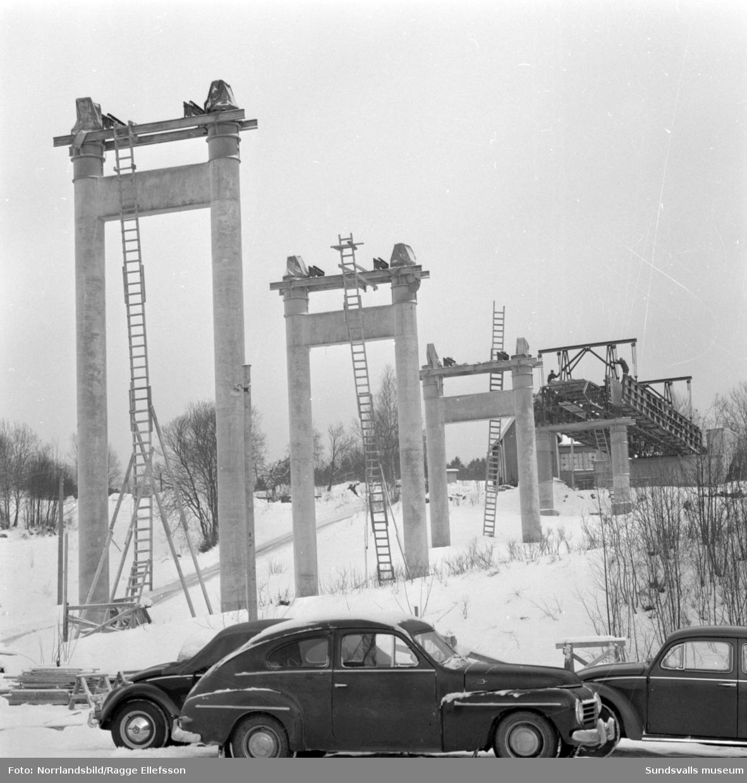 Bygget av Alnöbron, fotograferat för annonsbyrån Ervaco och tidningen Bileko.
