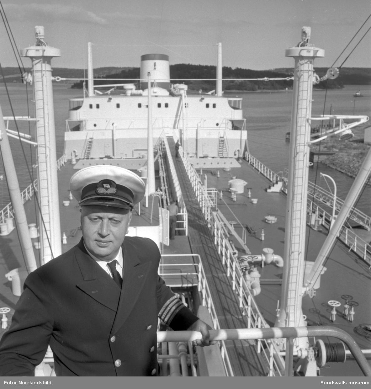 Tankern Okeanus, den dittills största båten i Sundsvalls hamn.
