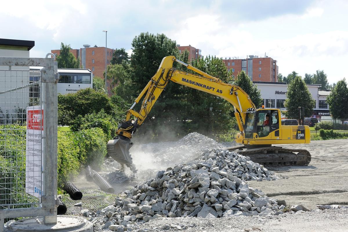 Utbyggingen av CC-stadion, byggeplass, anleggs virksomhet, byggekraner.
