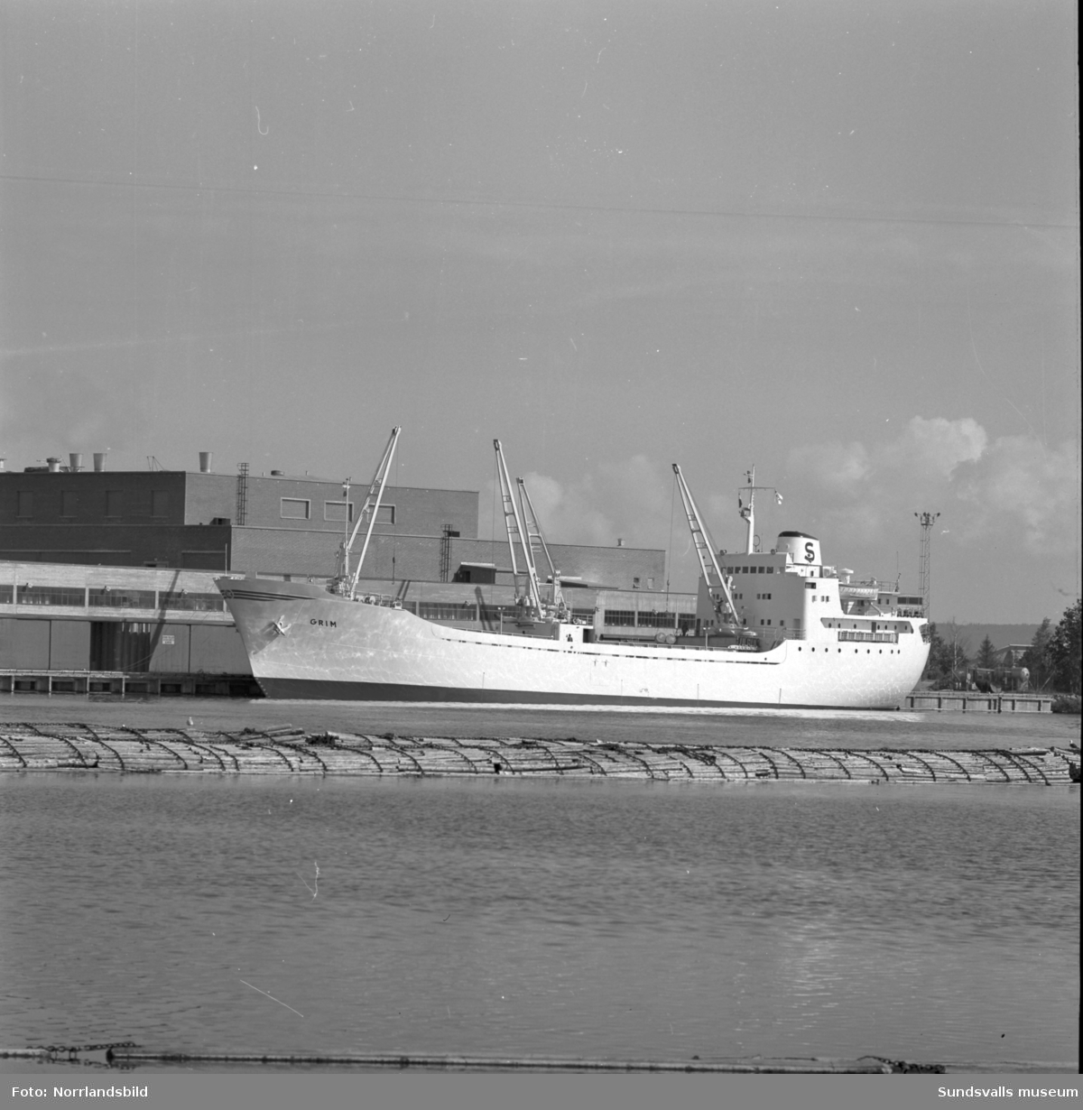 Rederi AB Sveas nya båt Grim vid Ortvikens kaj.