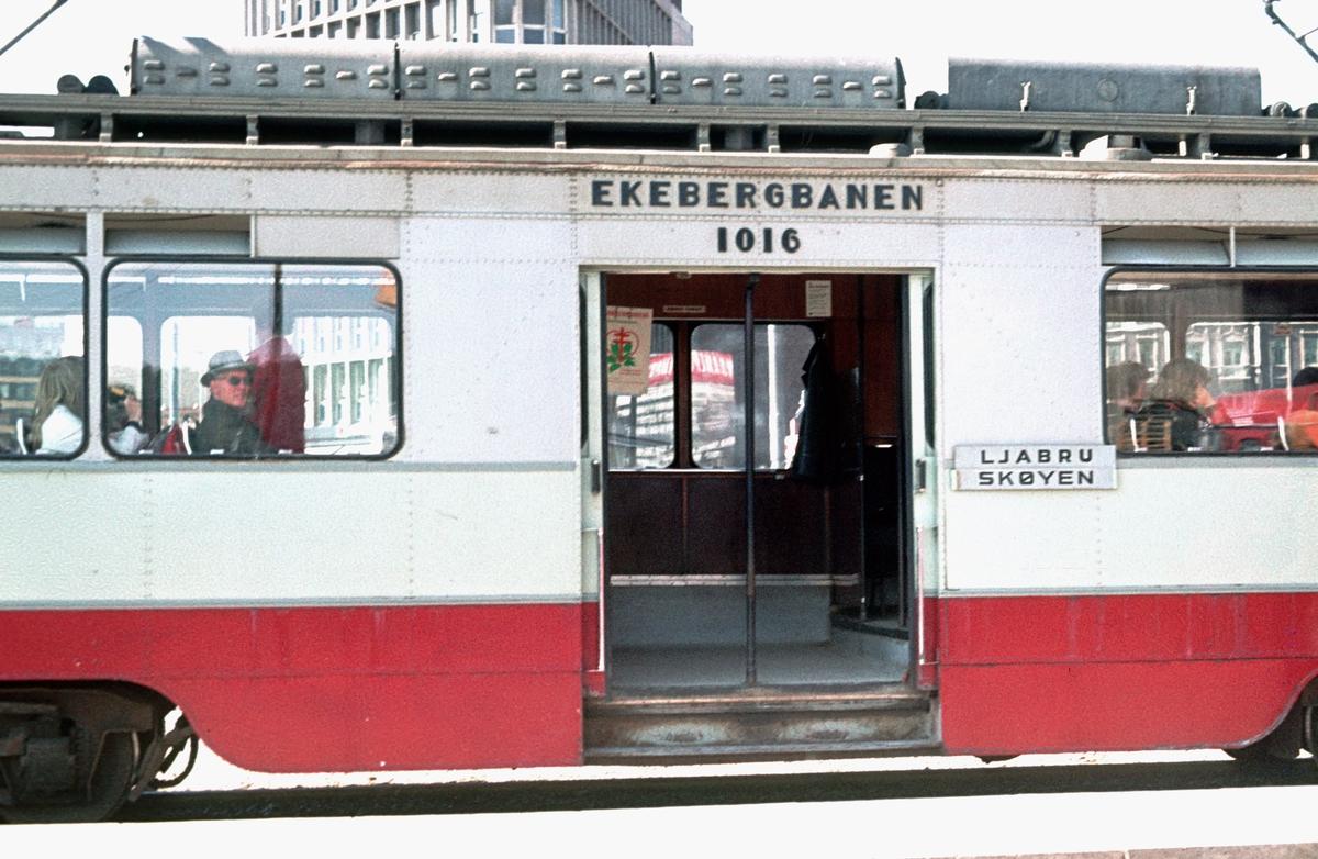 Ekebergbanen, Oslo Sporveier. Vogn 1016, inngangsparti. I midlertidig endesløyfe ved Vognmannsgata