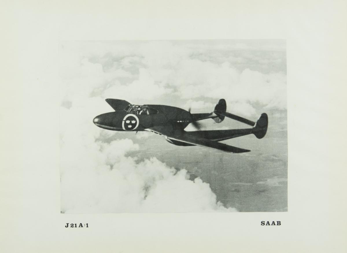 Inglasat foto på J 21A:1 - SAAB