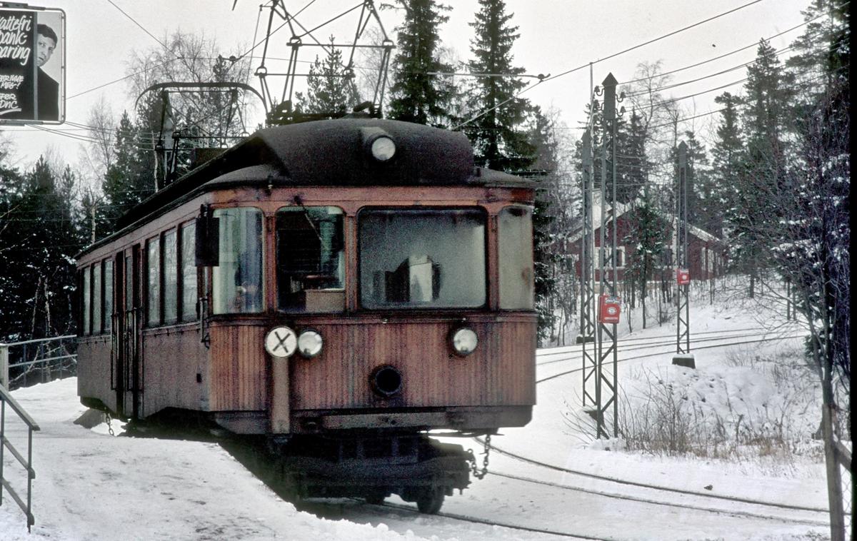 A/S Holmenkolbanen. Tryvannsbanen. Lillevann stasjon. Vogn 204, type 1934 (NEBB, Skabo). Ekstravogn.