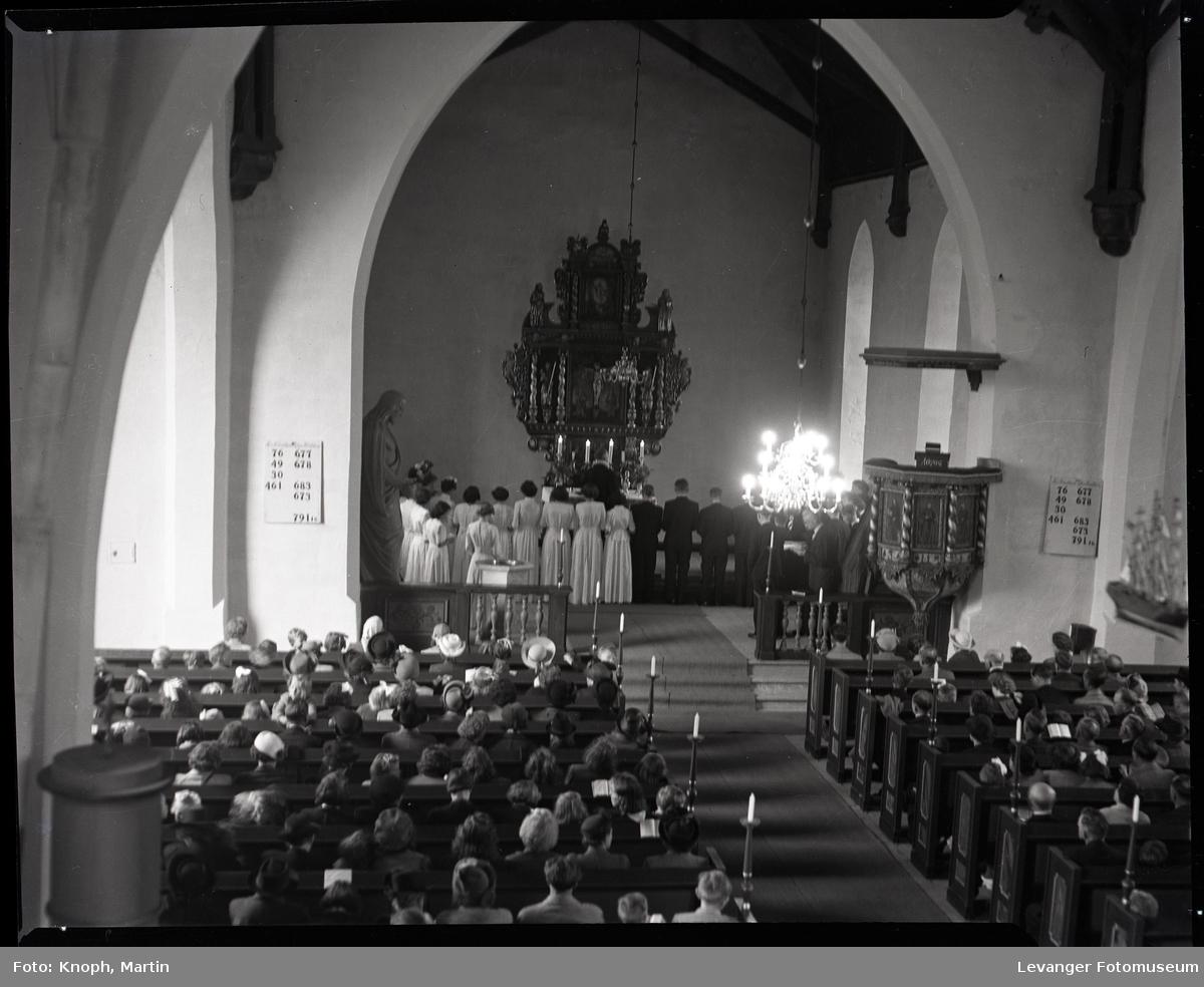 Konfirmanter i Snåsa kirke  II
