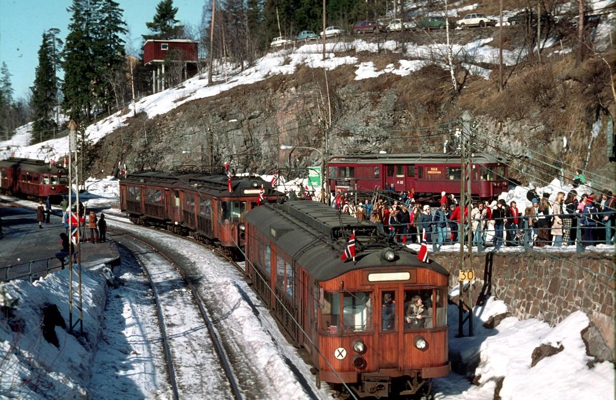 A/S Holmenkolbanen. Tryvannsbanen. Holmenkollen stasjon, Holmenkolldagen 1974. Hopprenn.