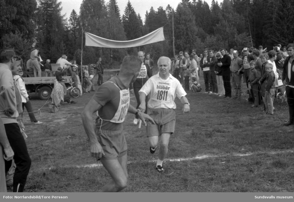 Stafettävlingar för damer och herrar i Sund, fotograferat för SCA-tidningen.