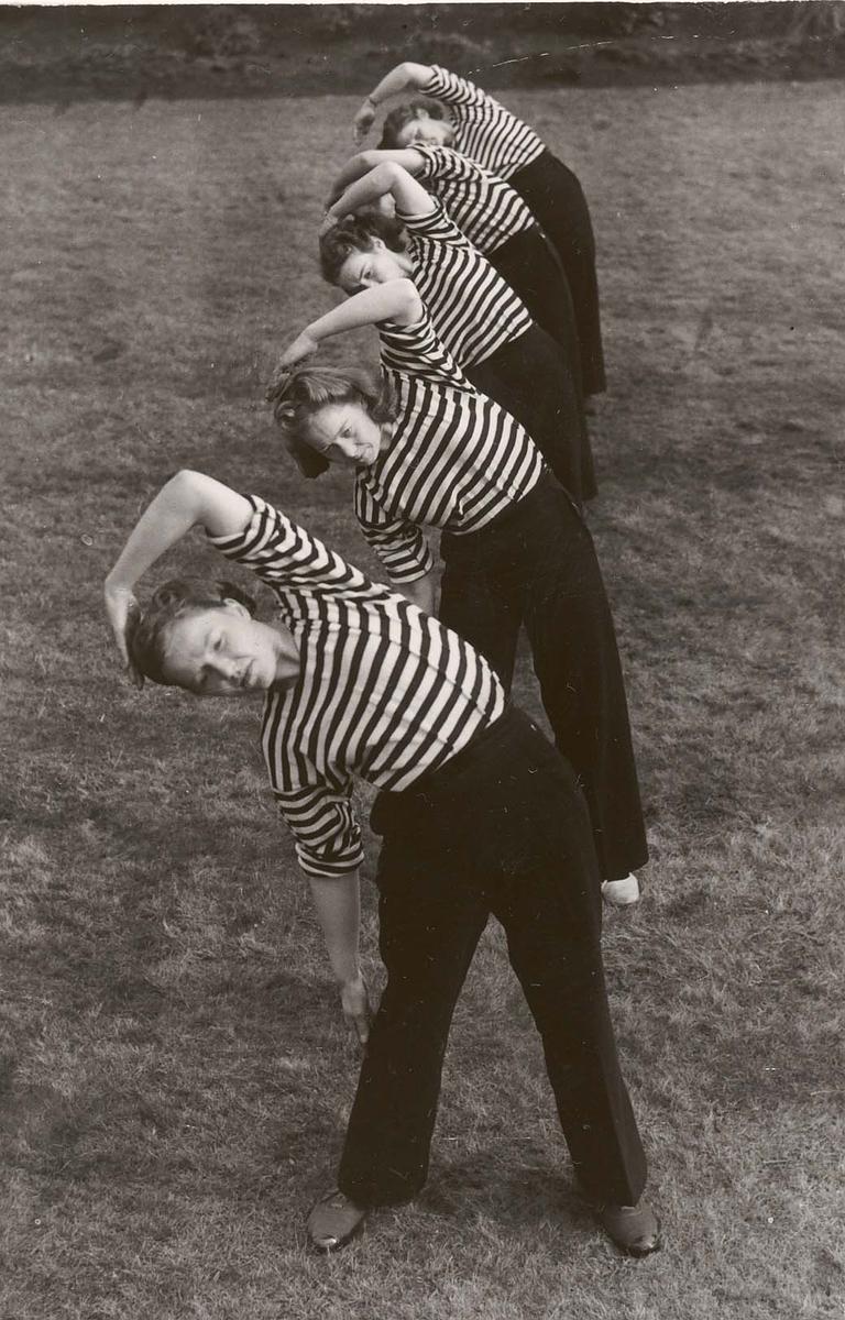 Motiv: Marinens Kvinnekorps 1942-1945 Kurs 2-1942 Gymnastikk