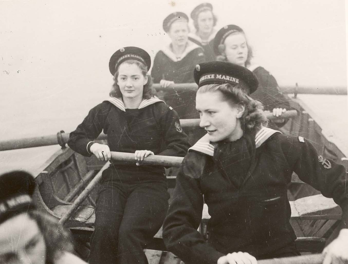 Motiv: Marinens Kvinnekorps 1942-1945 Kurs 2-1942 Roøvelse
