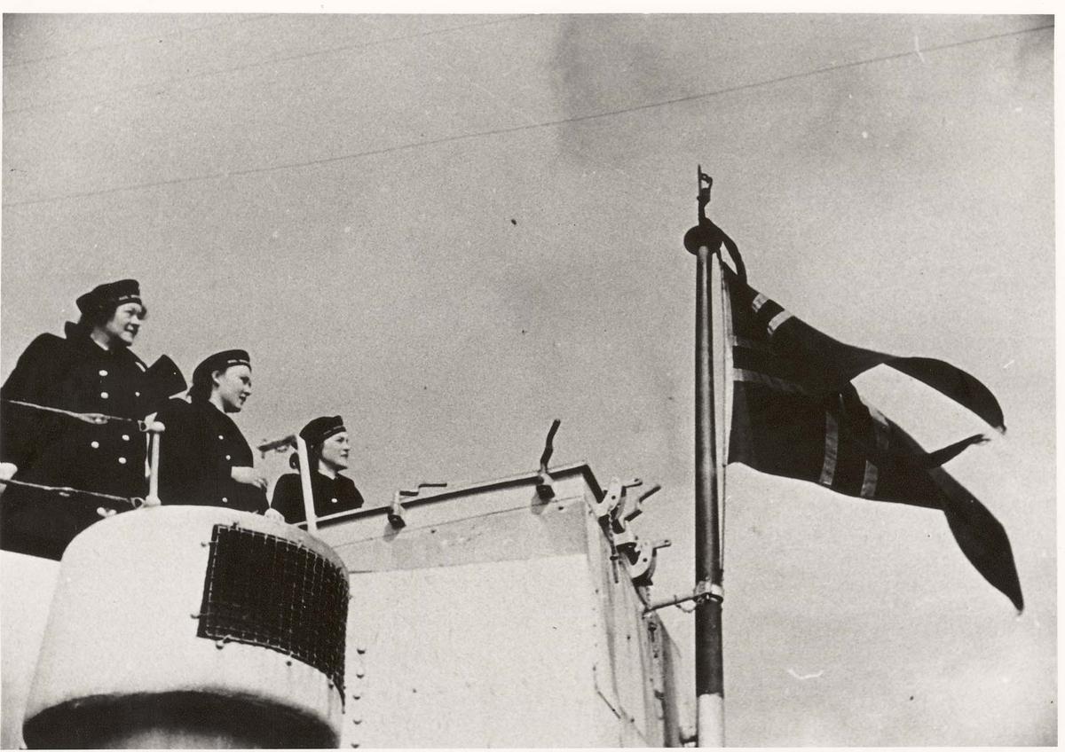 Motiv: Marinens Kvinnekorps 1942/1945 Ombord i jageren GLAISDALE 1943. Ved pom-pom'en