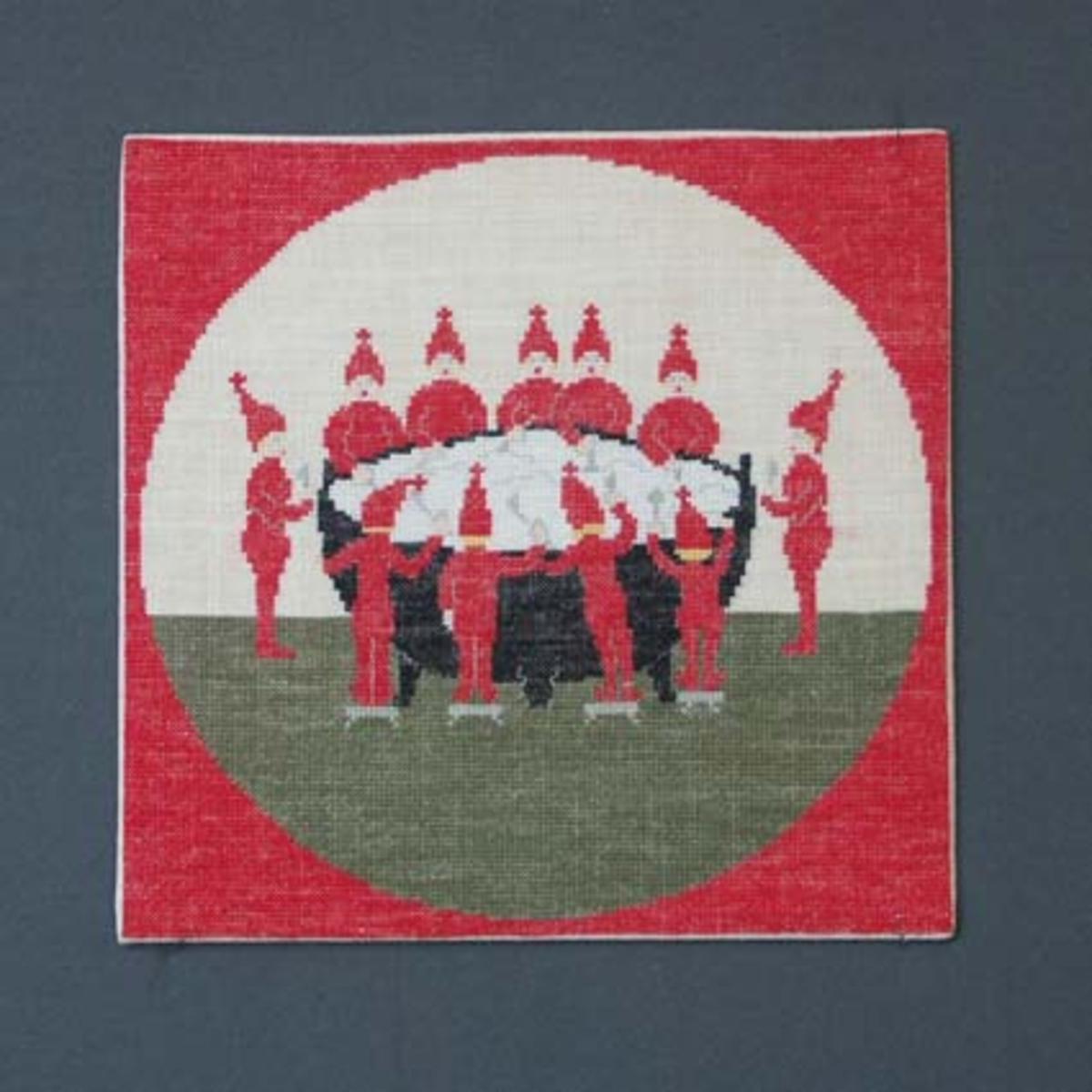 Julbonad med korsstygnsbroderi på linneväv. Bonaden tillhör Runda serien som är en serie julbonader formgivna av Irma Kronlund, en bonad per år från 1971 till 1989.Pris material 208:-.