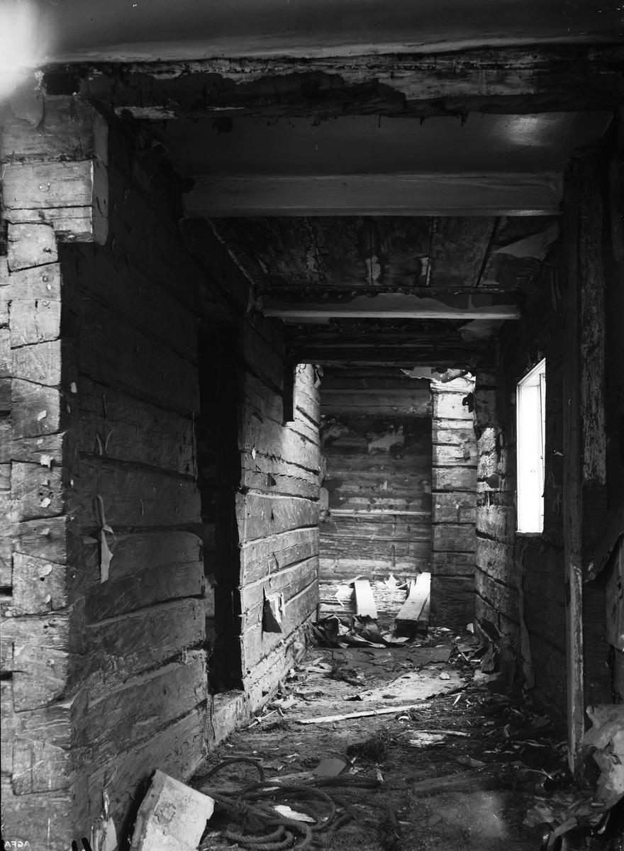 Rivning av bostadshus, Klostergatan - Östra Ågatan 15, Uppsala 1935