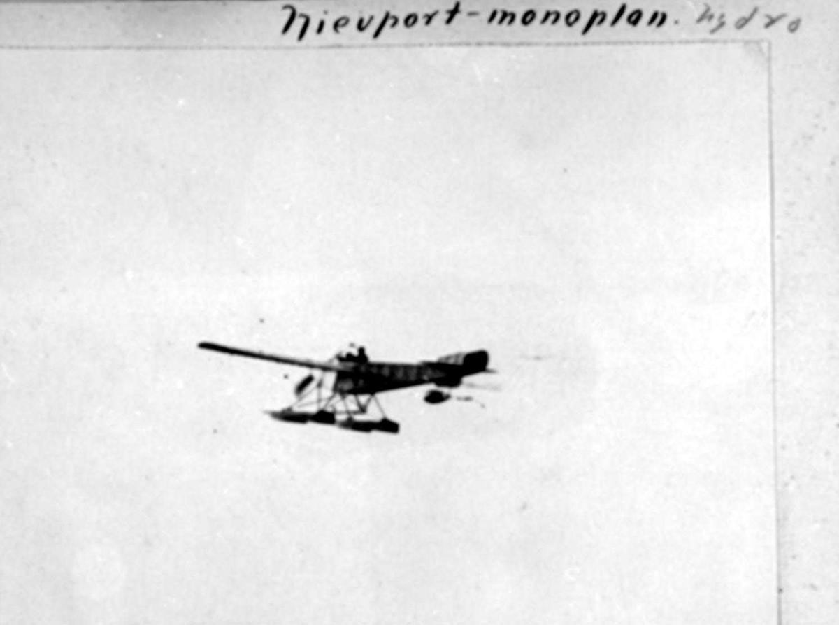 Luftfoto. Ett fly i lufta, Nieuport X