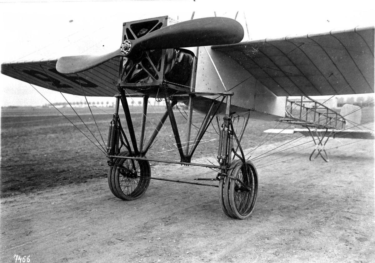 Ett fly på bakken, Bleriot.