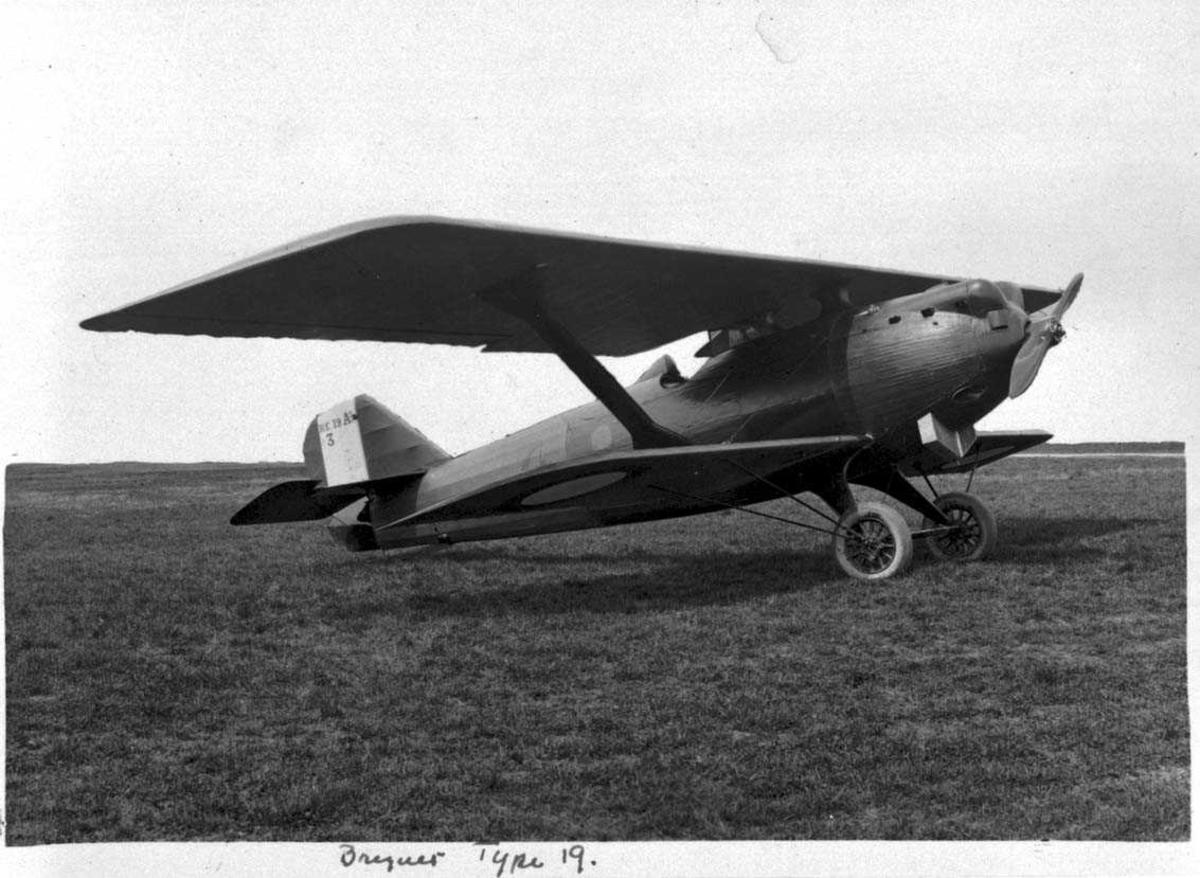 Ett fly på bakken, Breguet 19 A.