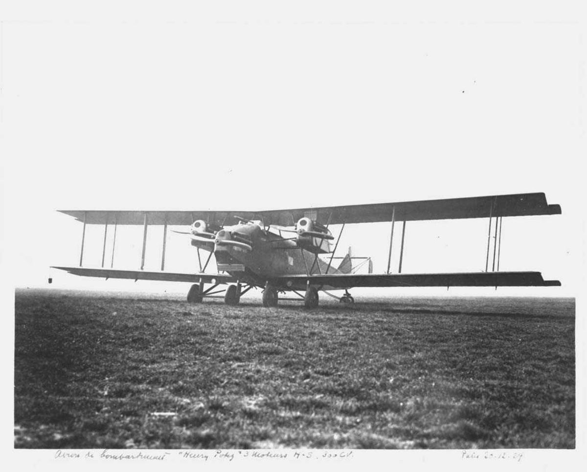 Ett fly på bakken, Potez bombefly.