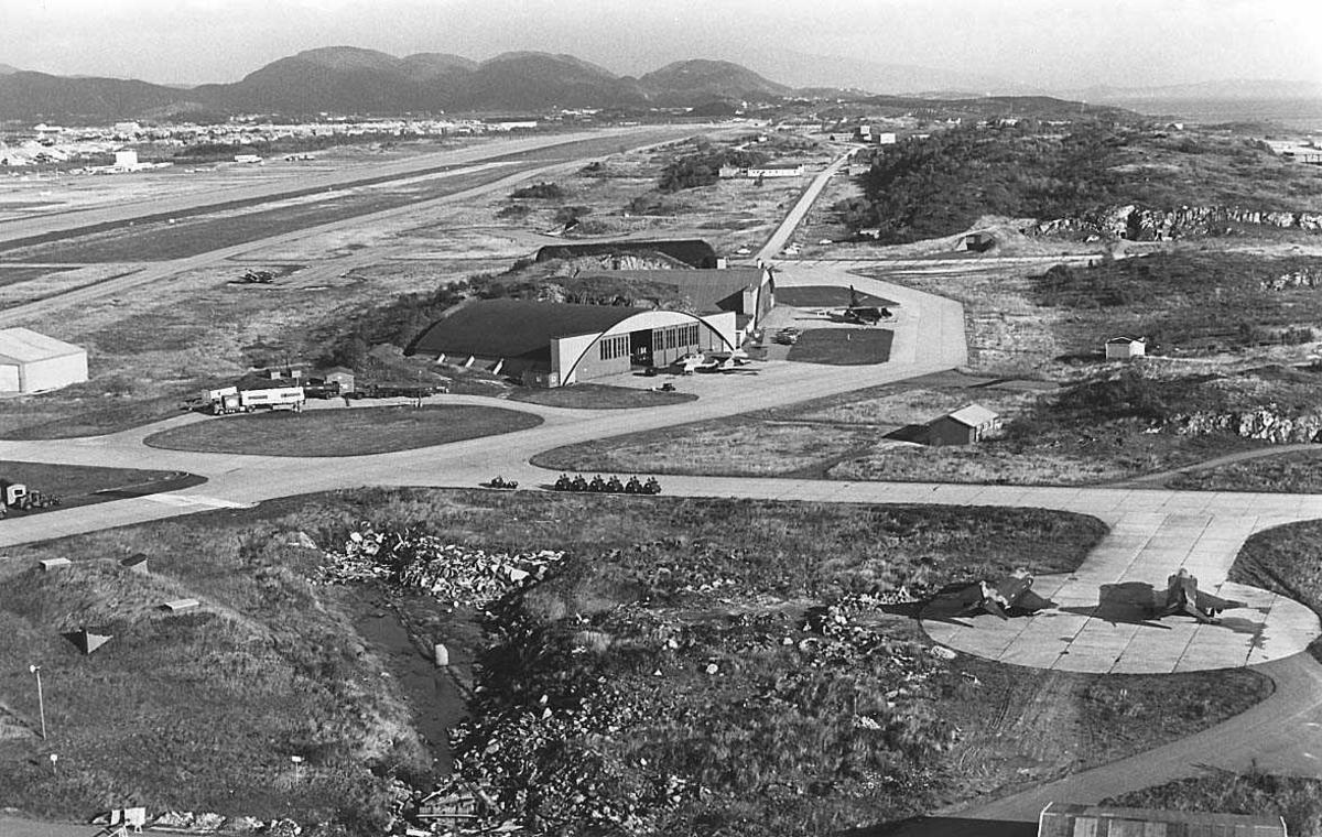 Luftfotografi av en flystasjon.