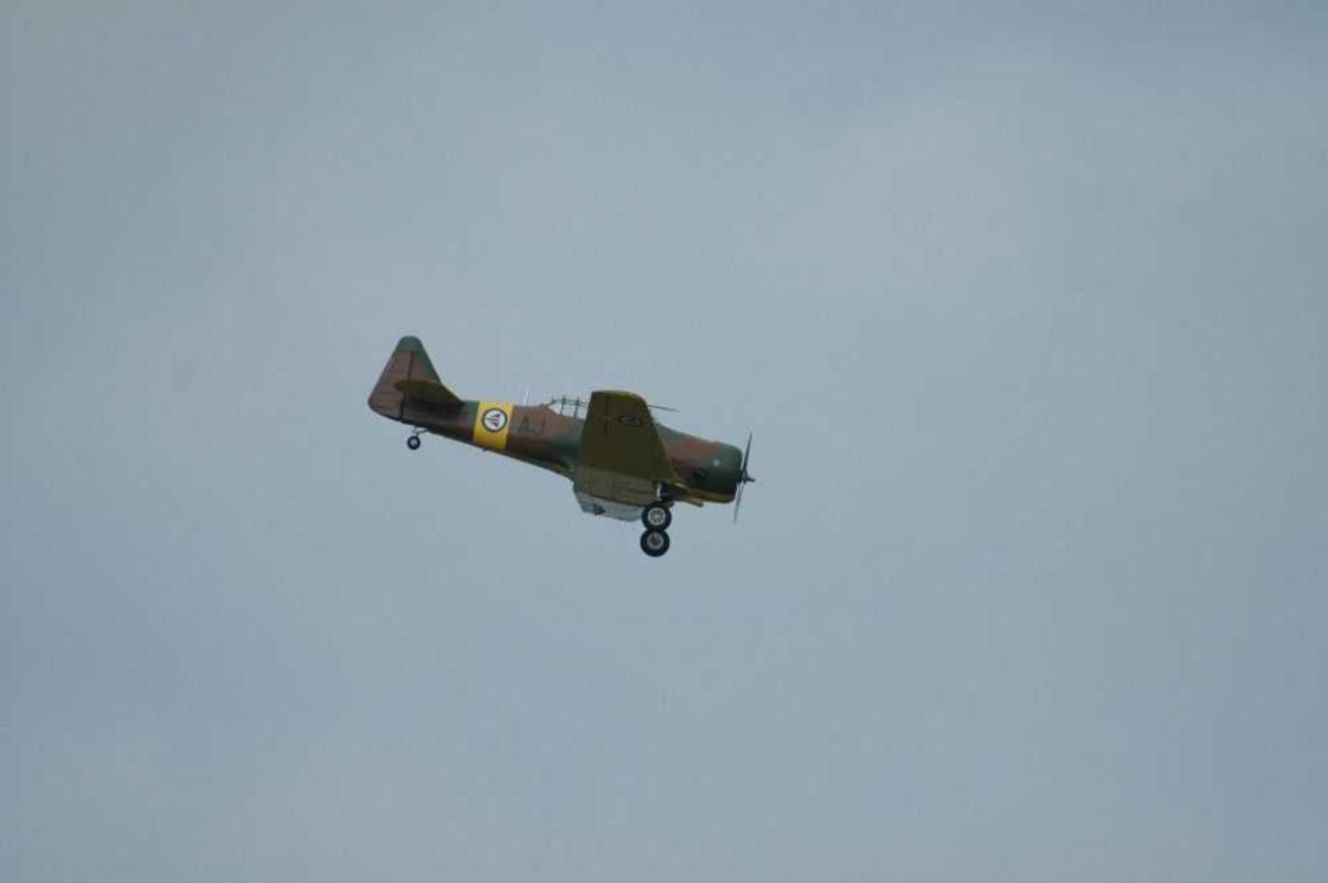 Ett fly like over bakken. North American Harvard ll/llB