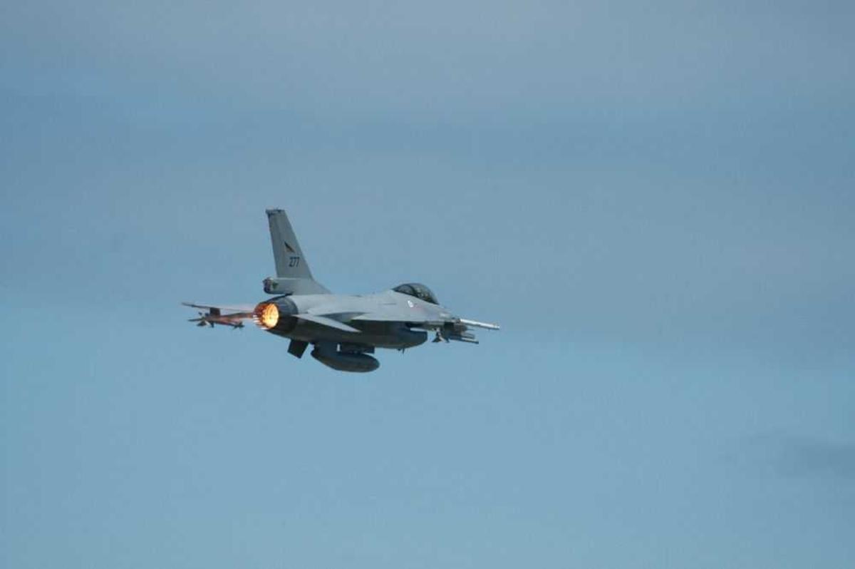 Ett fly i lufta F-16 Jagerfly, 277.