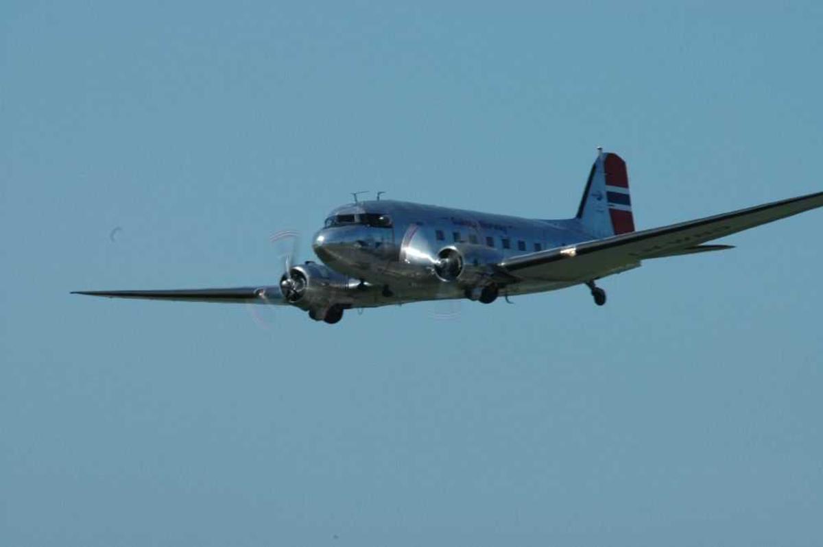 Ett fly i lufta, Douglas C-53D Skytrooper DC-3A, fra Dakota Norway
