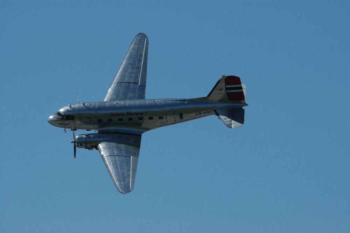 Ett fly i lufta. Douglas C-53D Skytrooper (DC-3), LN-WND fra Dakota Norway.