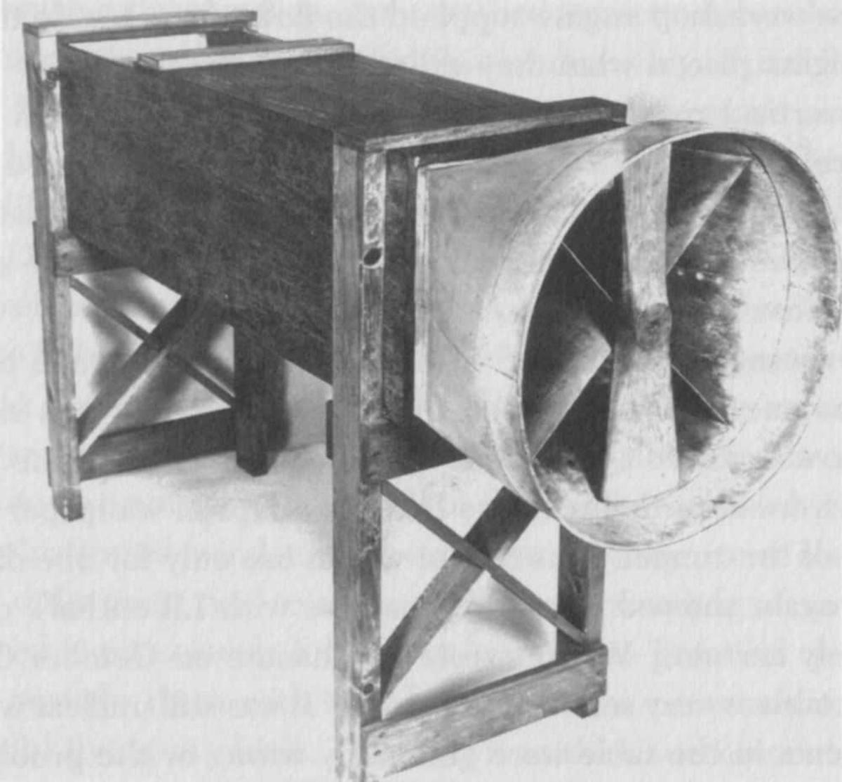 Vifte av eldre type. (utstyr i forbindelse med luftfart).
