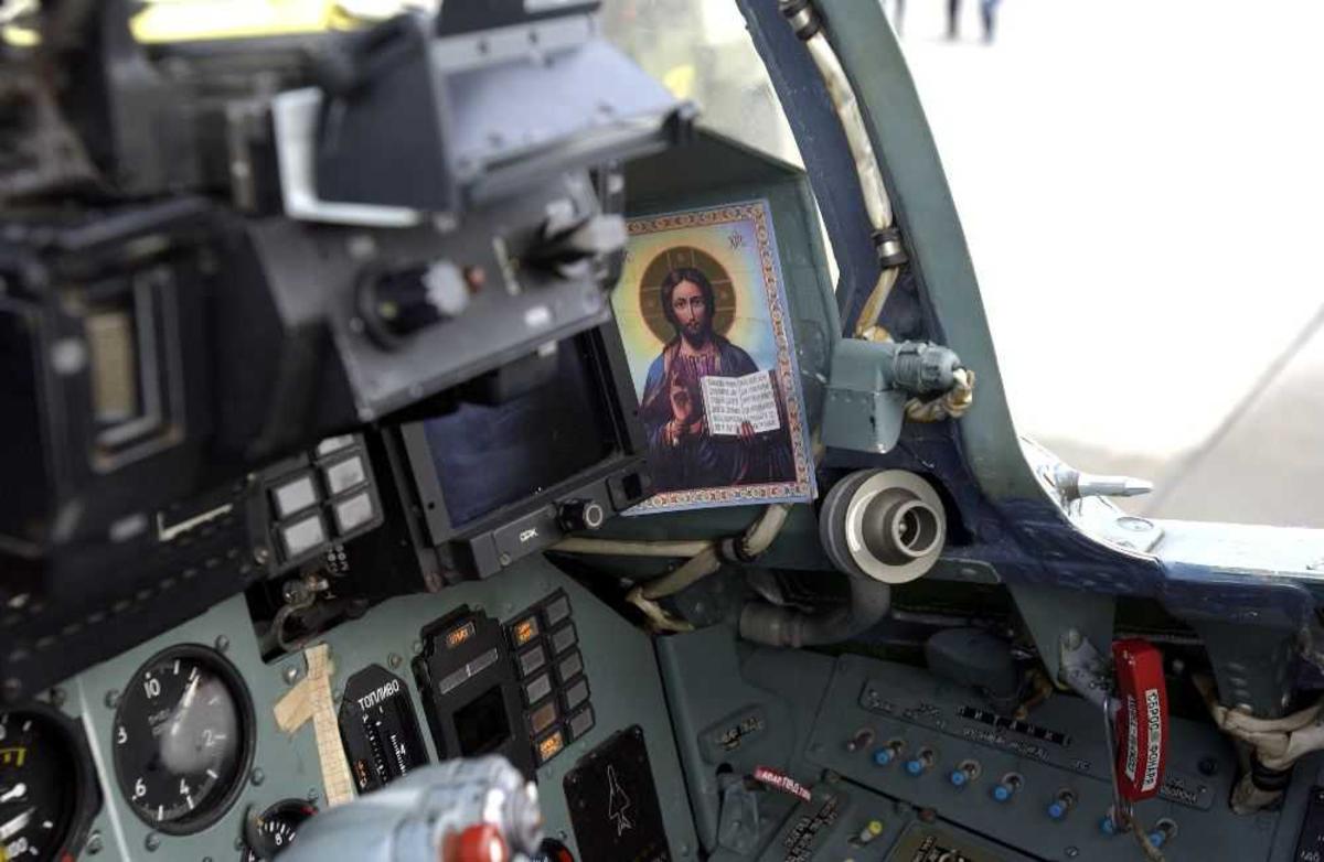 Detaljfoto av cockpit, antatt en Sukhoi.