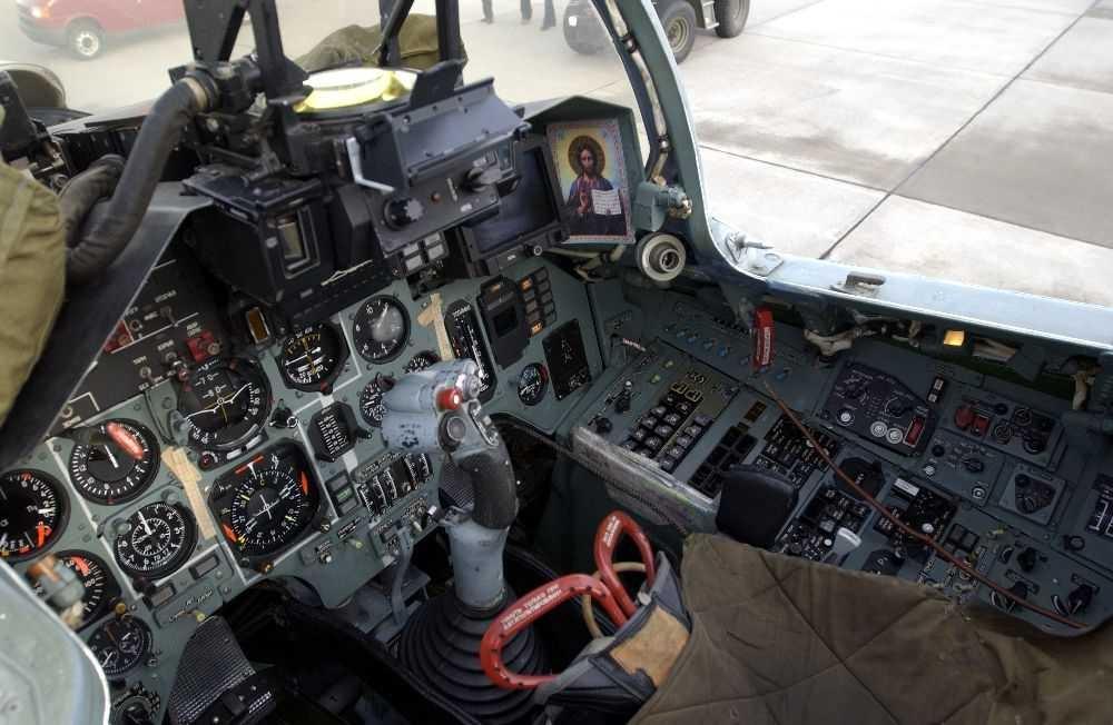 Detaljfoto fra flycockpit, antatt en Sukhoi.