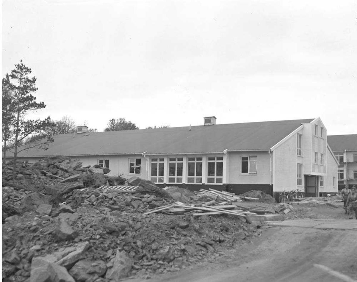 Kaserne i Bodin Leir under bygging.