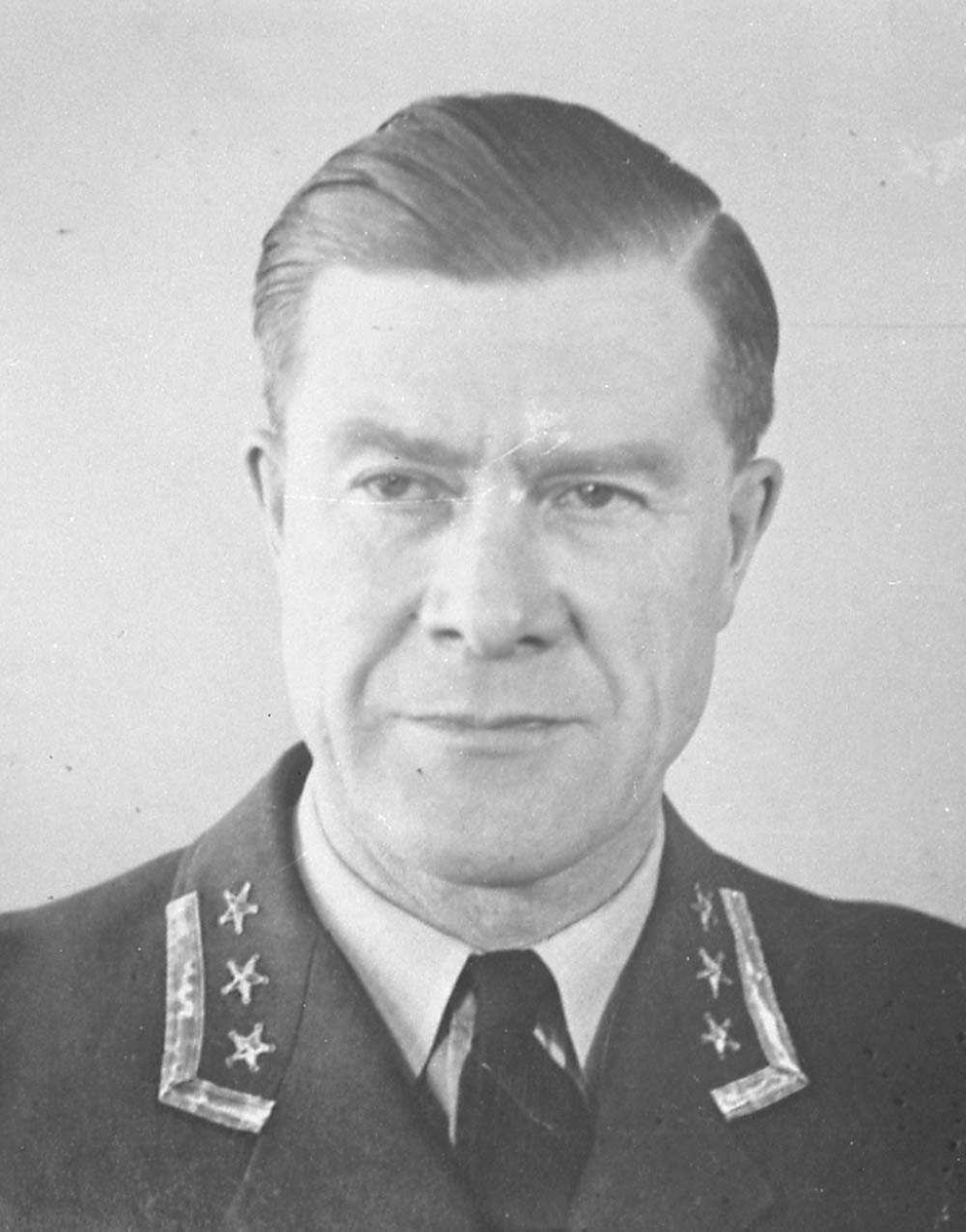 Oberst Engvik.
