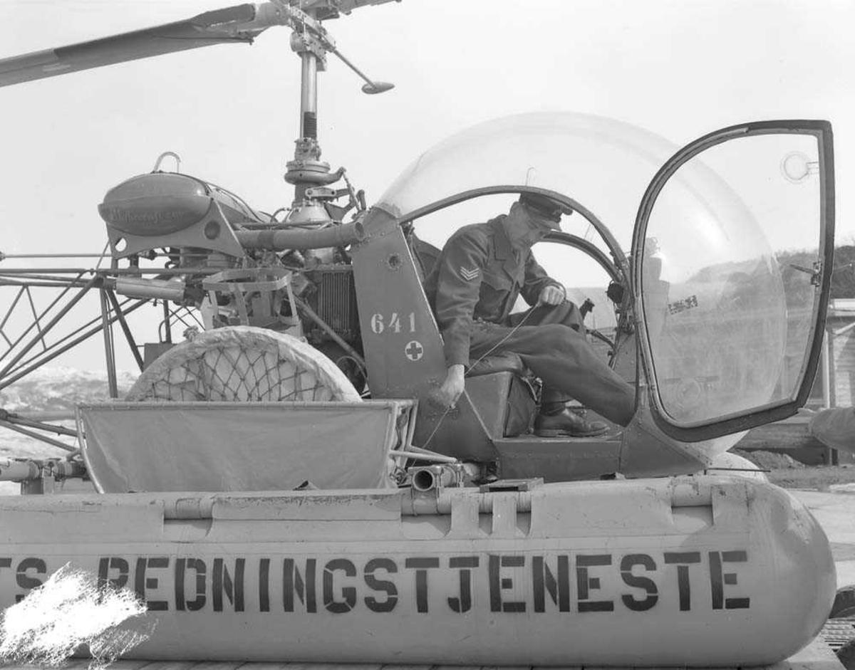 Ett helikopter på bakken, Bell 47D-1 KK-S.