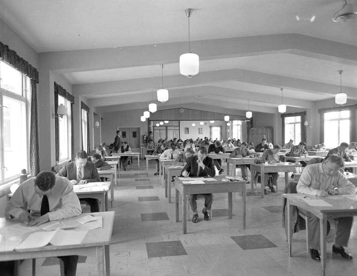 Realskoleeksamen i matematikk. Foregår på Bodø flystasjon.
